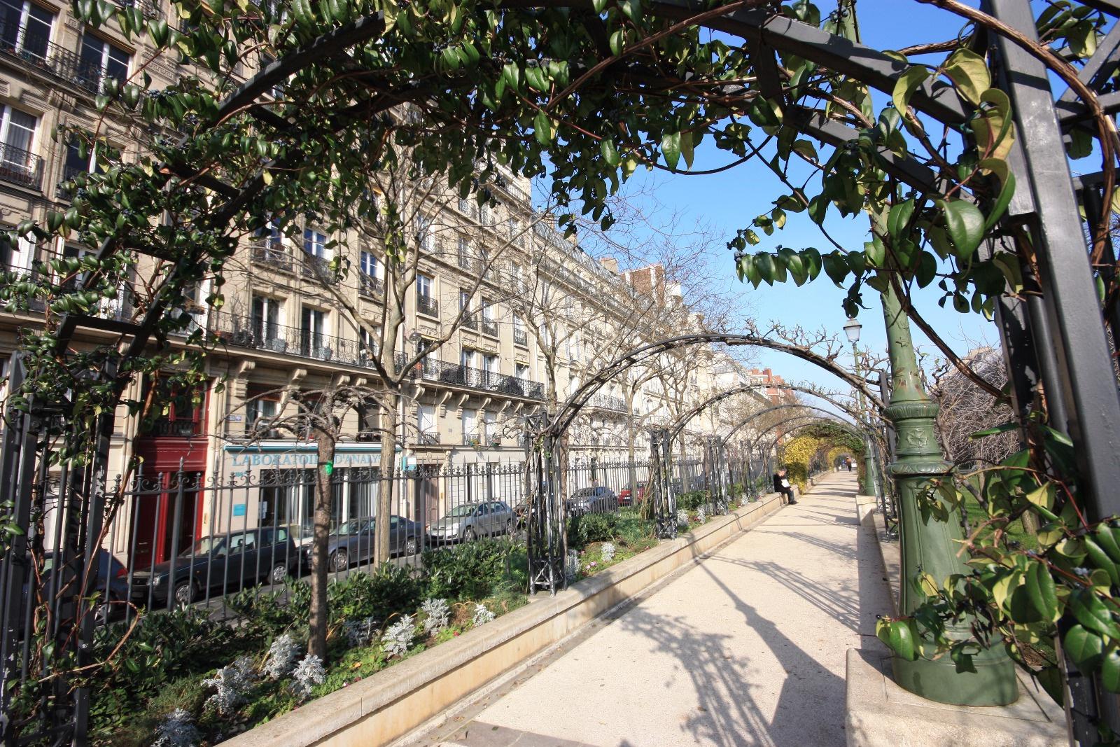 location 17 232 me boulevard pereire appartement familial de 5 pi 232 ces de 127m2 donnant sur jardin